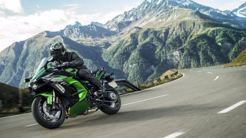 Kawasaki Ninja H2 Related Bike Articles