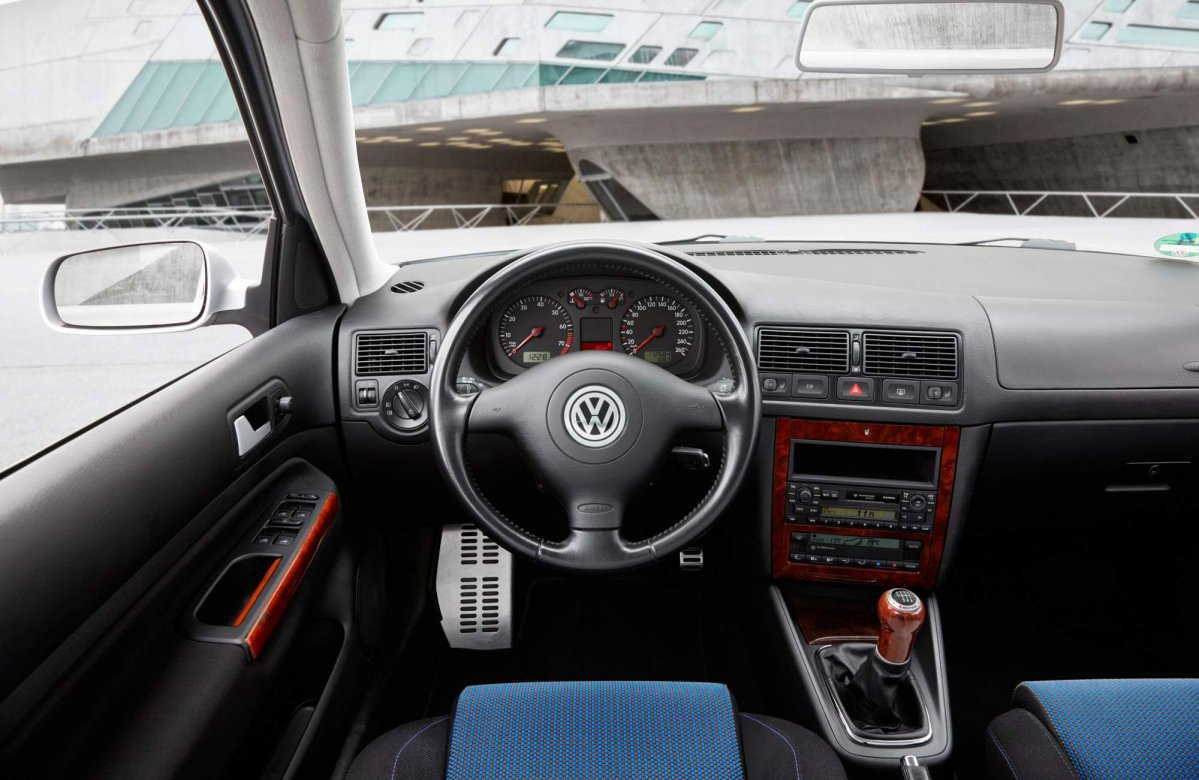 vw looks back at the evolution of the golf 39 s infotainment. Black Bedroom Furniture Sets. Home Design Ideas