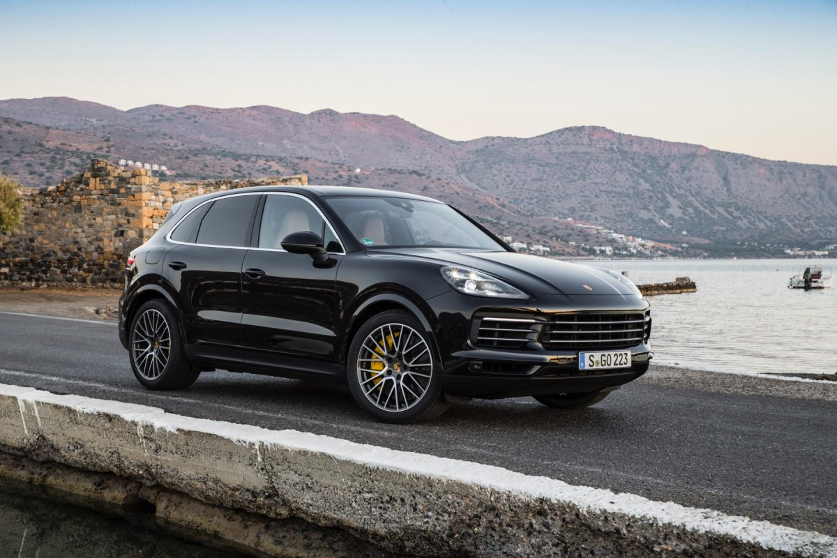 2018 porsche cayenne s review the complete mean machine. Black Bedroom Furniture Sets. Home Design Ideas