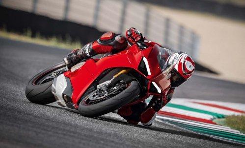 2018-Ducati-Panigale-V4-05