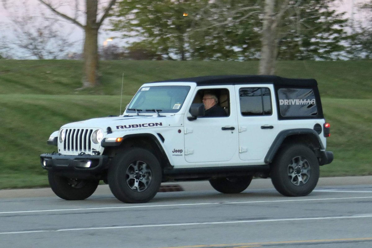 2018 Jeep Wrangler Jl Soft Top >> We spy the 2018 Jeep Wrangler lineup without any camouflage