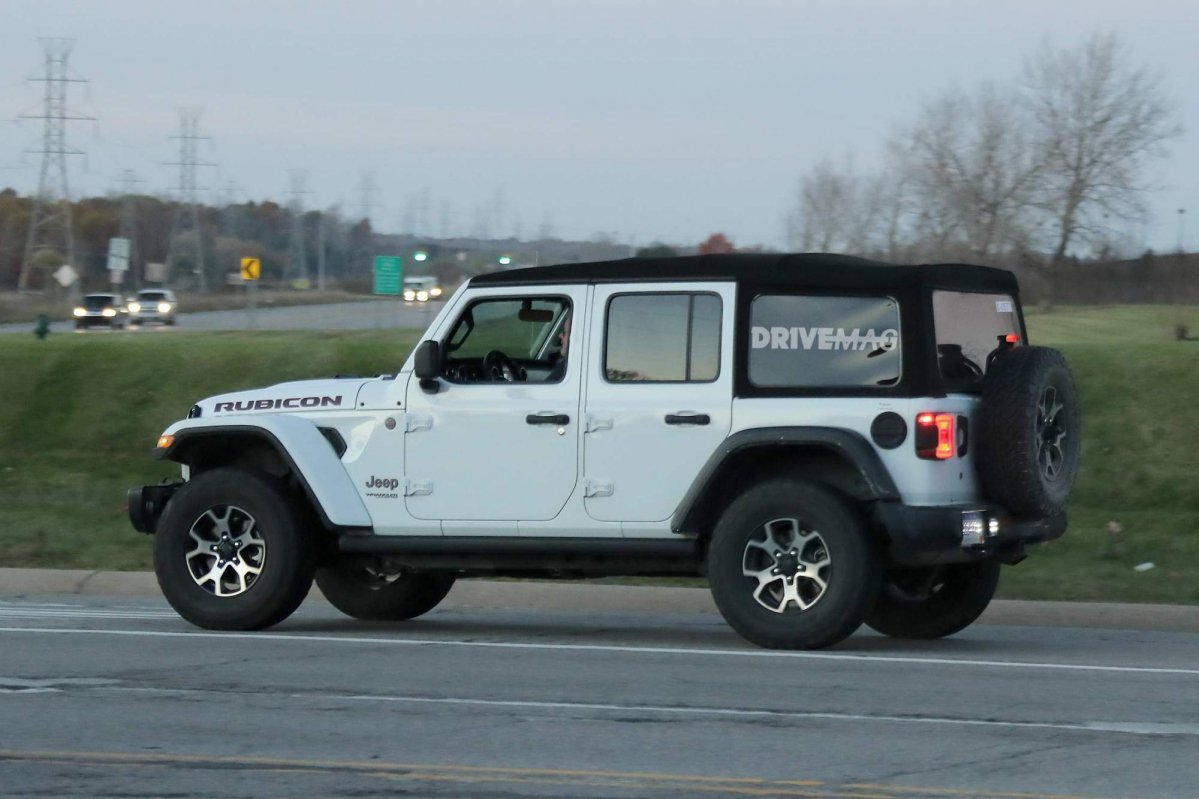 we spy the 2018 jeep wrangler lineup without any camouflage. Black Bedroom Furniture Sets. Home Design Ideas
