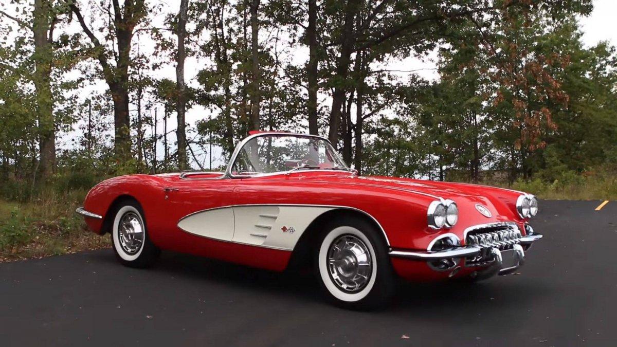 1959 corvette vs 1955 thunderbird which is best rh drivemag com 60 Corvette 62 Corvette