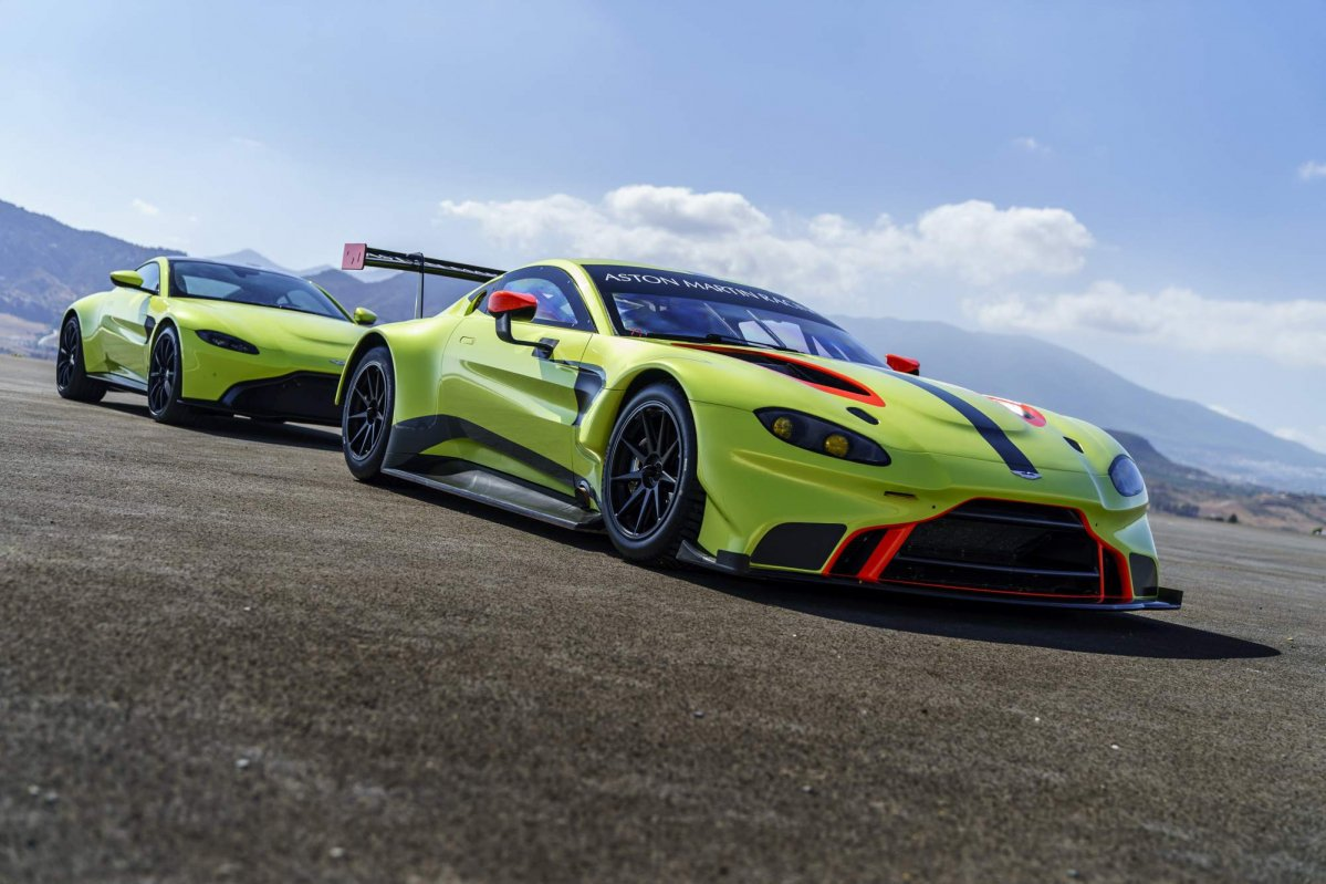 2018 vantage gte is aston martin racing 39 s new fia wec contender. Black Bedroom Furniture Sets. Home Design Ideas