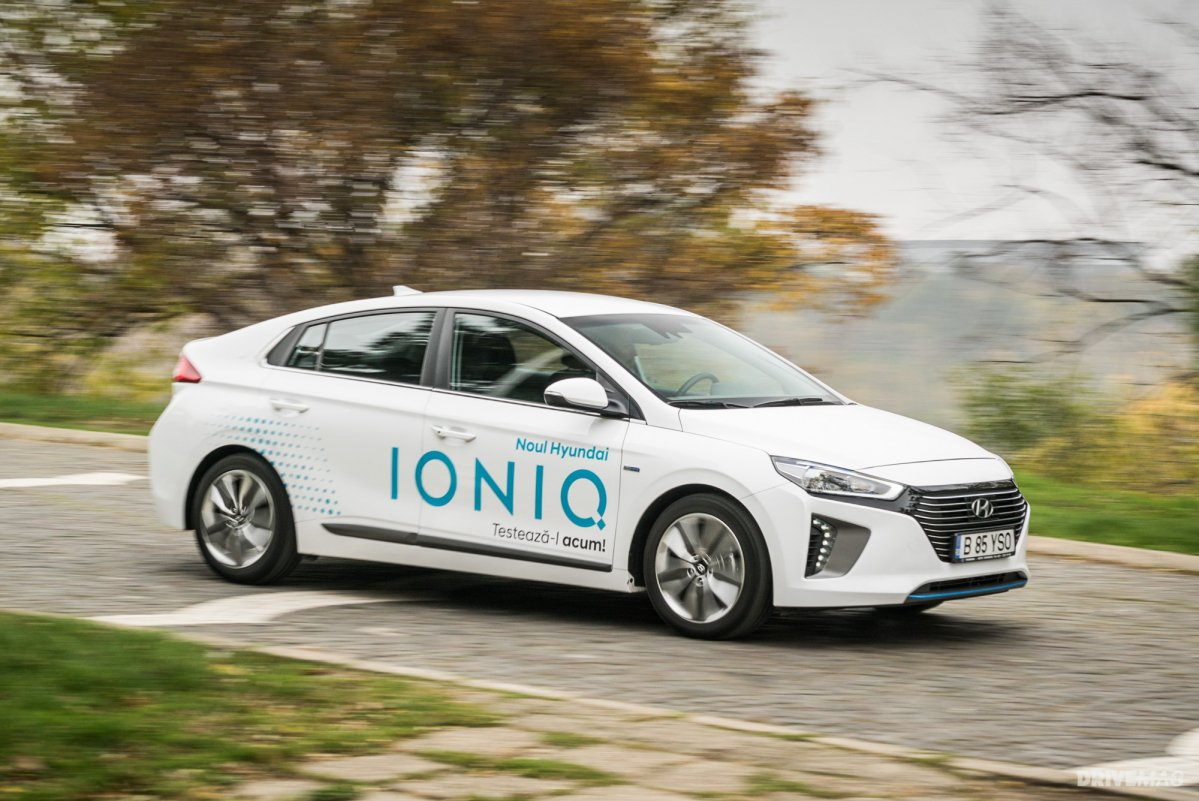 2017 hyundai ioniq hybrid review smooth operator. Black Bedroom Furniture Sets. Home Design Ideas