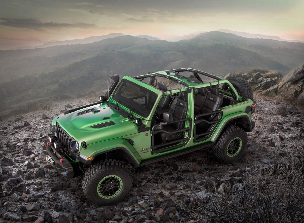 Green Jeep Wrangler >> Mopar accessories turn 2018 Jeep Wrangler into extreme off-roader for...