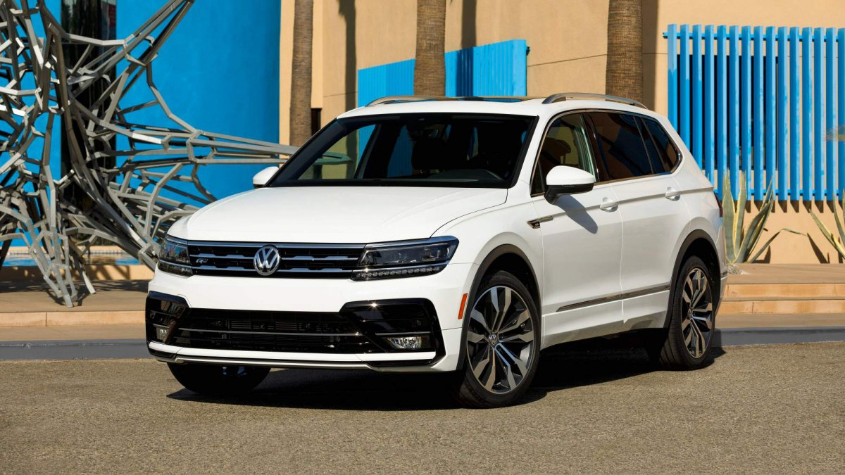 2018 vw tiguan r line package debuts at 2017 la auto show. Black Bedroom Furniture Sets. Home Design Ideas