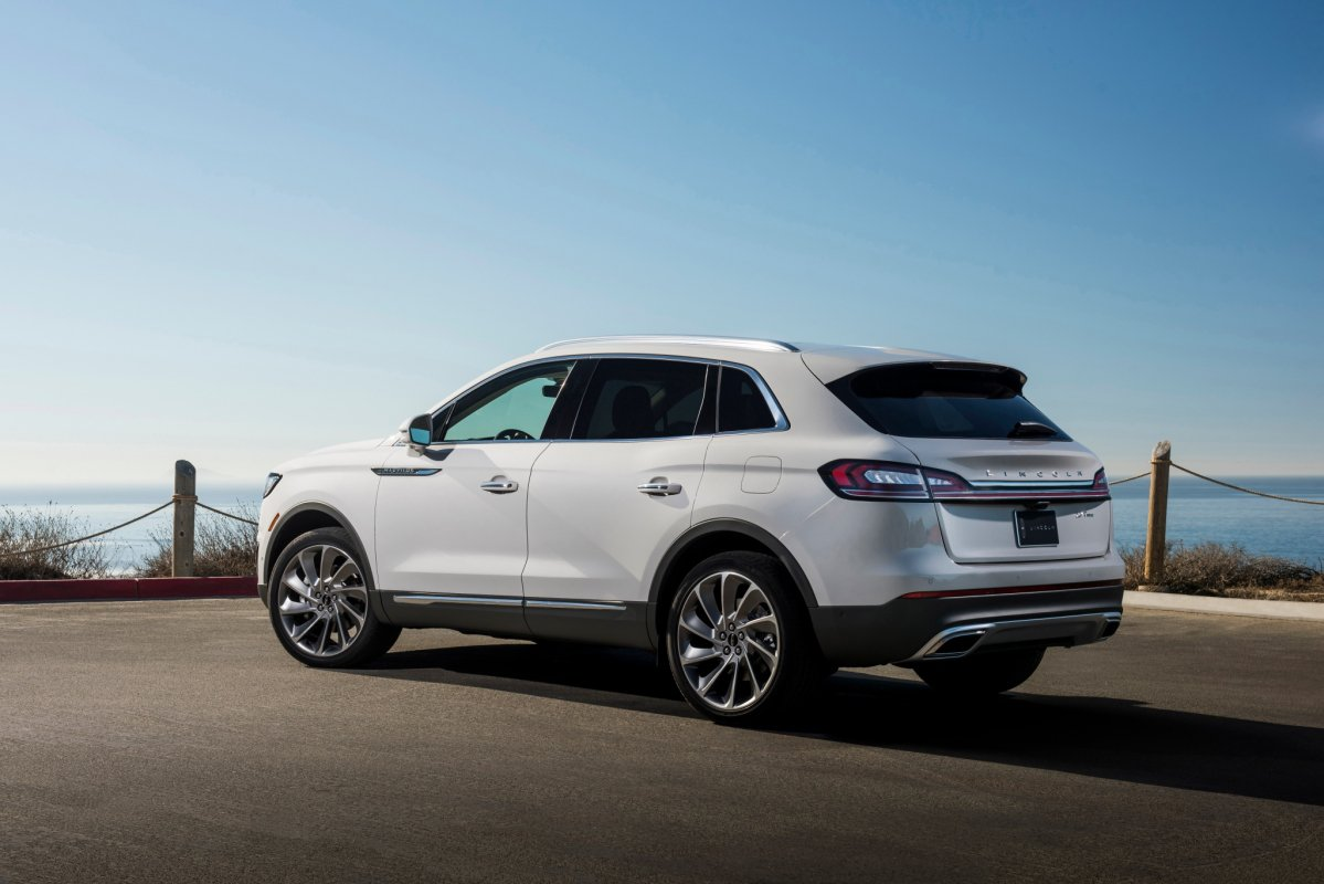 2019 Lincoln Nautilus is a renamed MKX with facial surgery