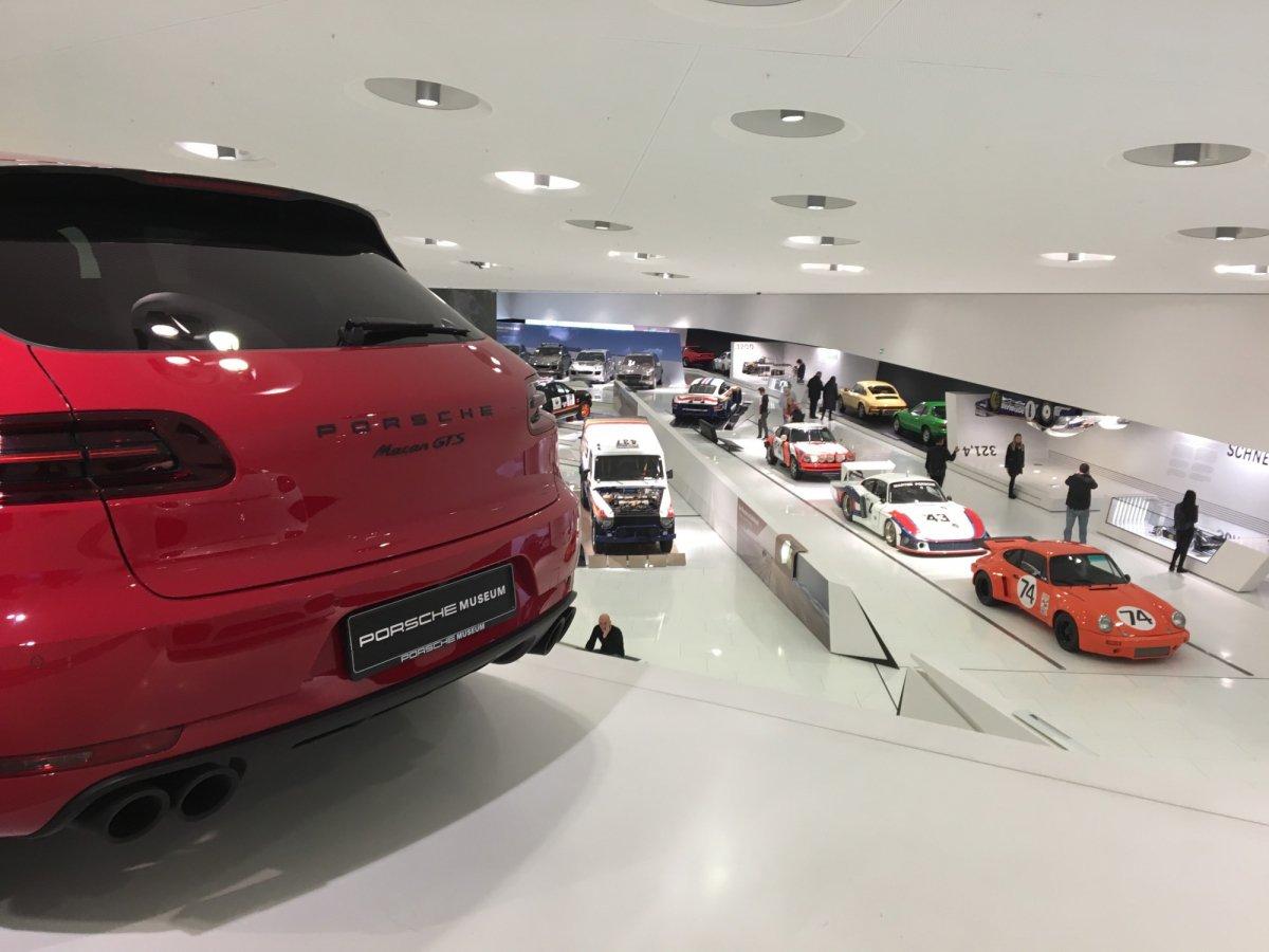100 Stuttgart Porsche Factory The 918 Spyder Lounge