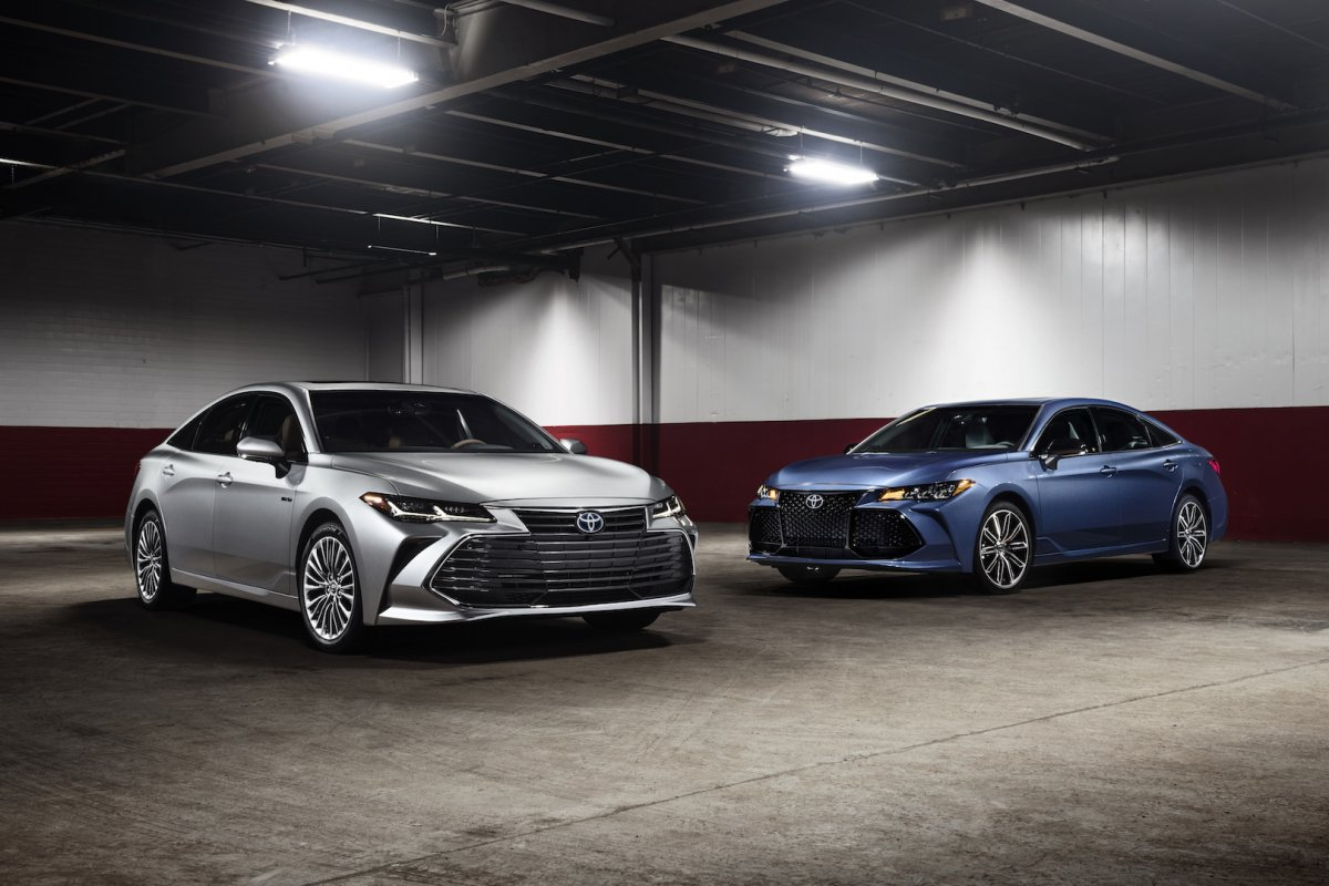 2019 Toyota Avalon comes to Detroit in V6 and hybrid flavors