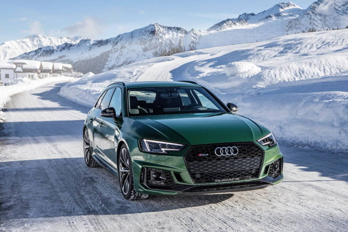 Sonoma Green Metallic Audi RS4 Avant looks delicious in the snow