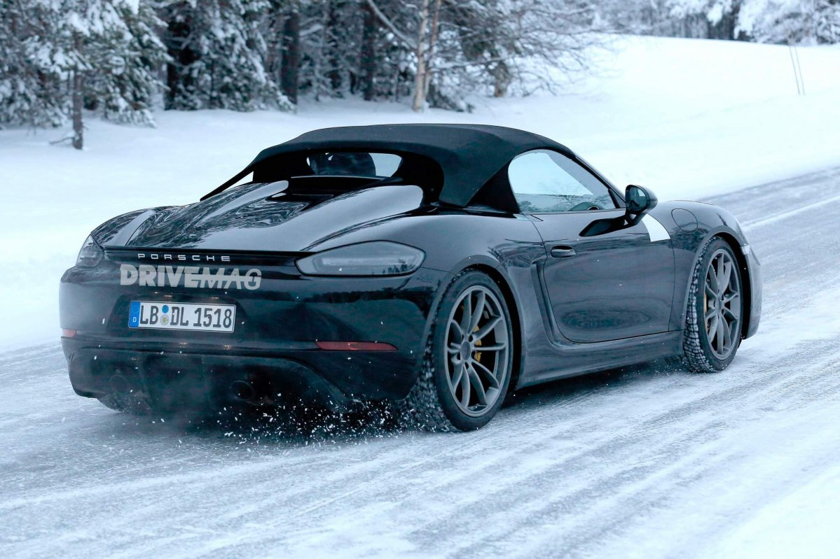 Boxster Spyder 2019 >> 2019 Porsche 718 Boxster Spyder caught trying on new fabric roof design, flat-six engine