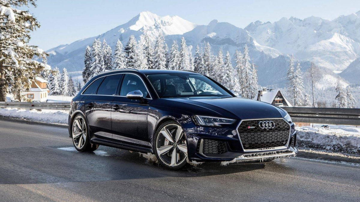 navarra blue metallic 2018 audi rs4 avant abuses snow in poland. Black Bedroom Furniture Sets. Home Design Ideas