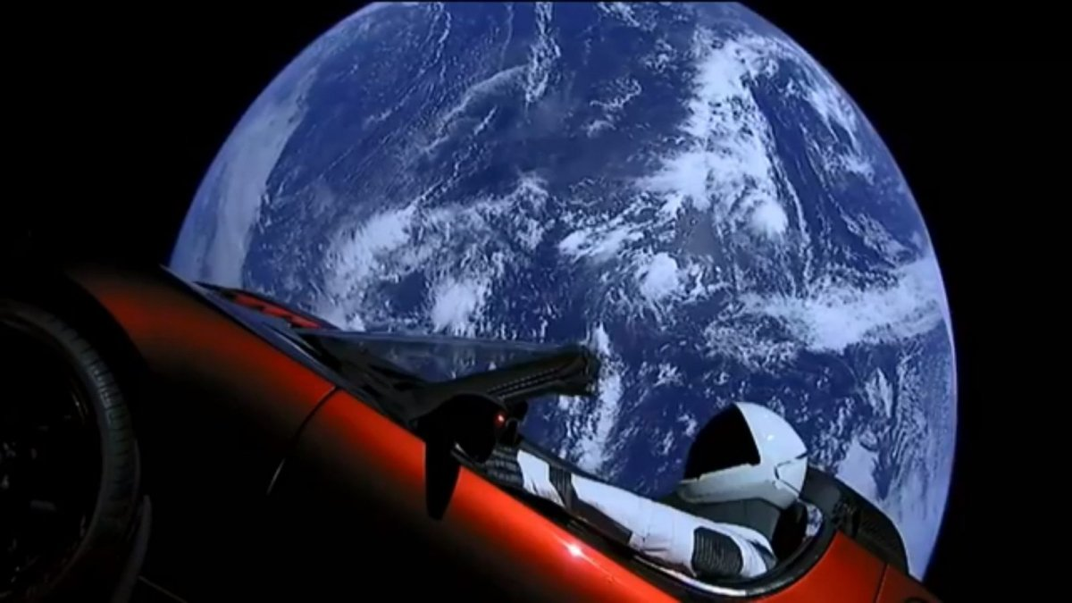 watch musk 39 s tesla roadster float in space like a space oddity. Black Bedroom Furniture Sets. Home Design Ideas
