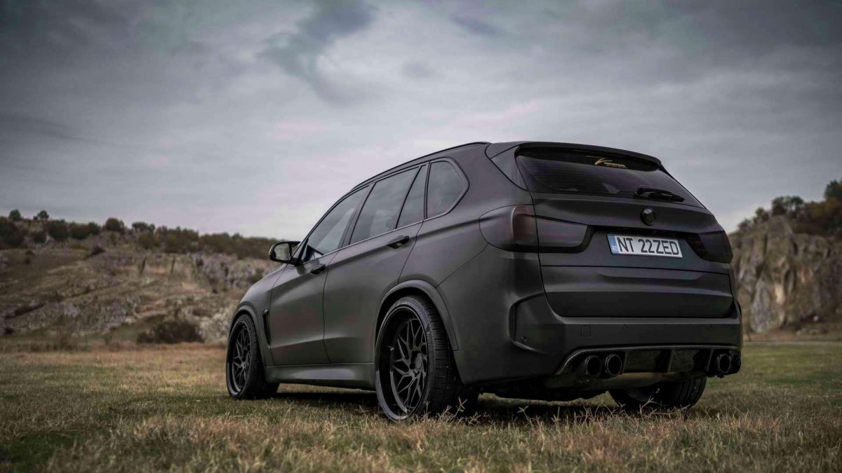 Bmw Rims 22 Inch >> All-black BMW X5 M wearing Z-Performance wheels breaths ...