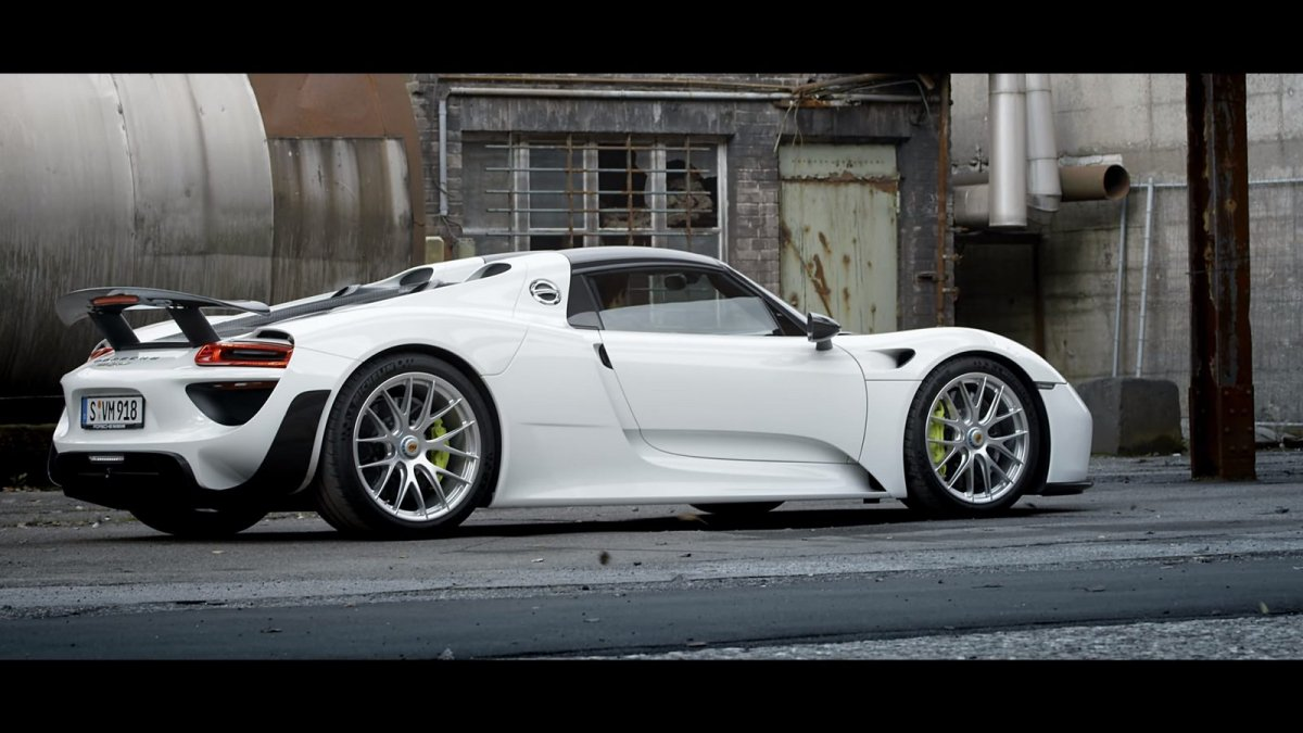 baby driver gets to spin the porsche 918 spyder can 39 t. Black Bedroom Furniture Sets. Home Design Ideas