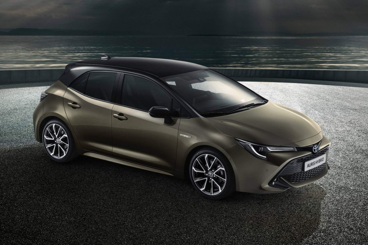 all new 2018 toyota auris brings more daring looks choice of two hybrid powertrains. Black Bedroom Furniture Sets. Home Design Ideas