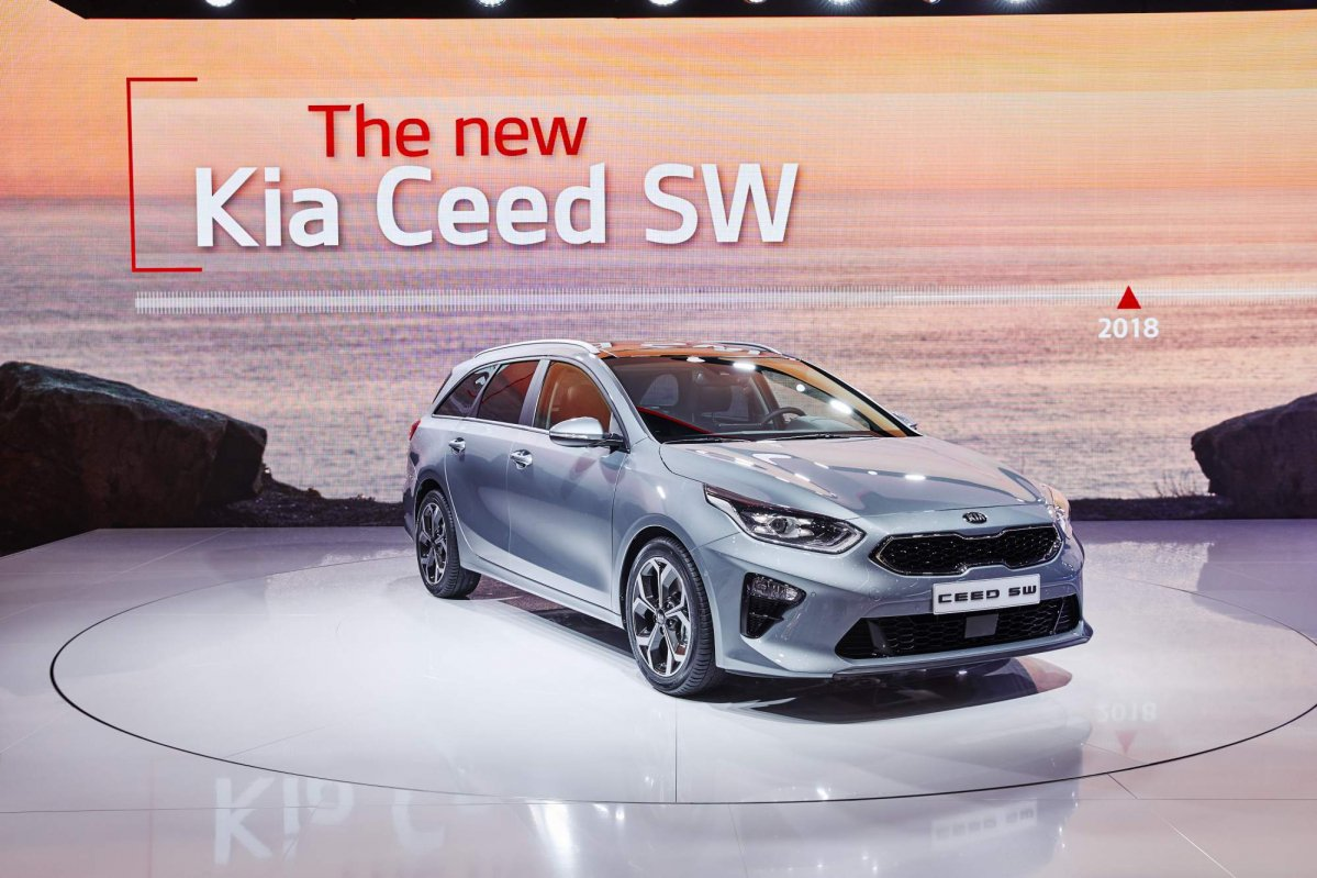 all new 2018 kia ceed sportswagon debuts at the geneva motor show. Black Bedroom Furniture Sets. Home Design Ideas