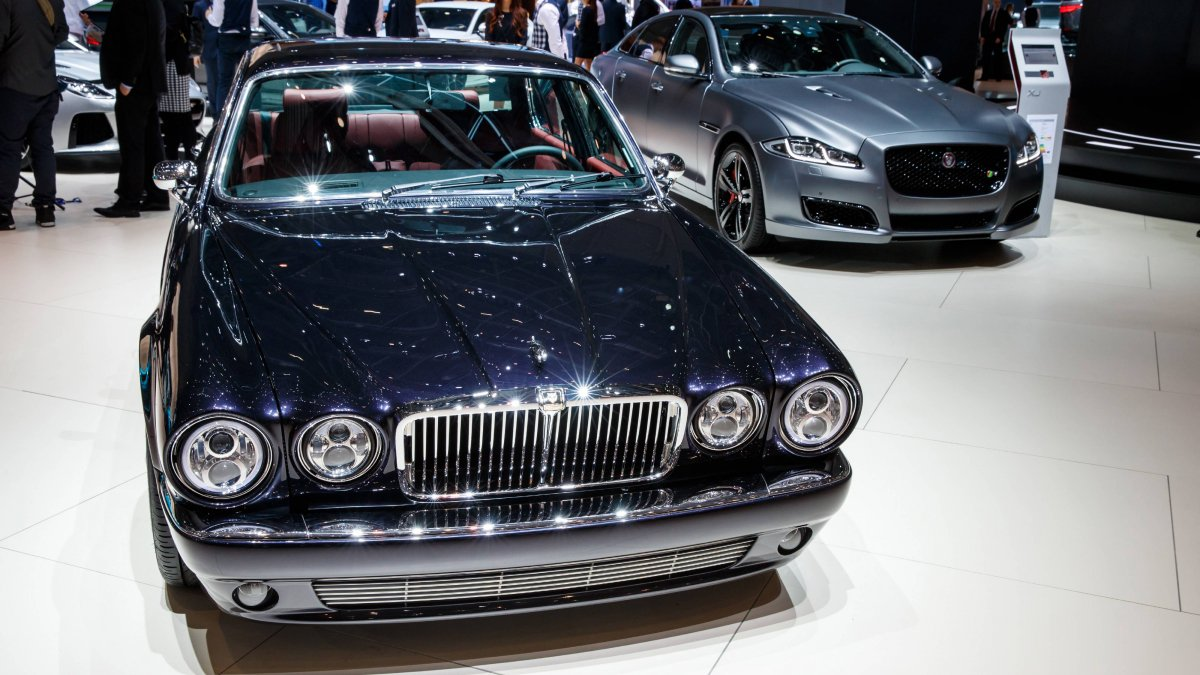 jaguar classic unveils stunning 1984 xj6 series 3 restomod in geneva. Black Bedroom Furniture Sets. Home Design Ideas