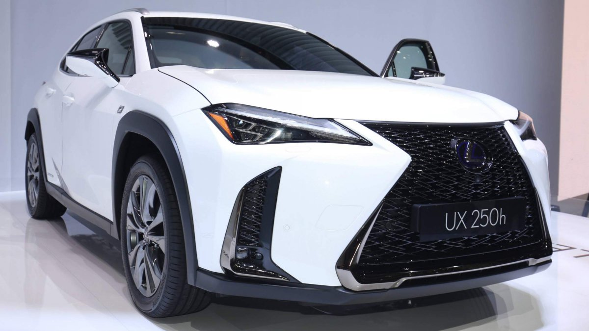 all new 2018 lexus ux officially revealed at the geneva motor show. Black Bedroom Furniture Sets. Home Design Ideas