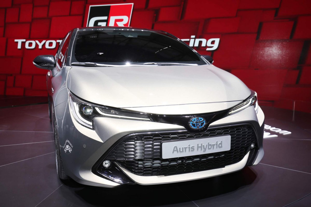 All new 2018 toyota auris brings more daring looks choice for Interior toyota auris 2018