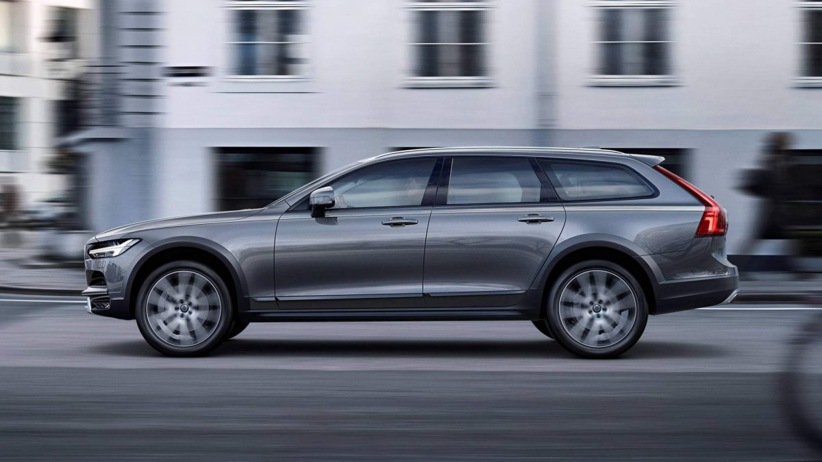 2018-Volvo-V90-Cross-Country-0