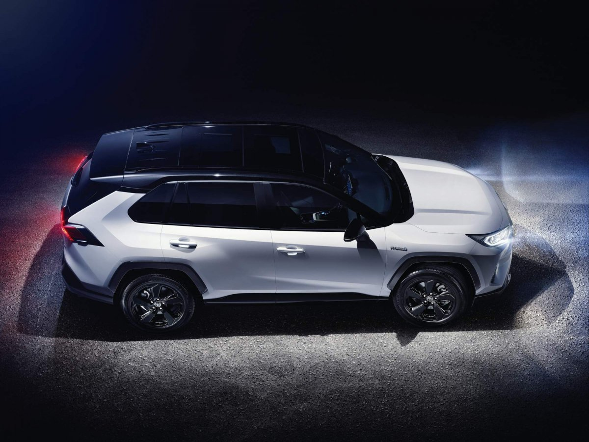 toyota shows all new 2019 rav4 in european specification. Black Bedroom Furniture Sets. Home Design Ideas