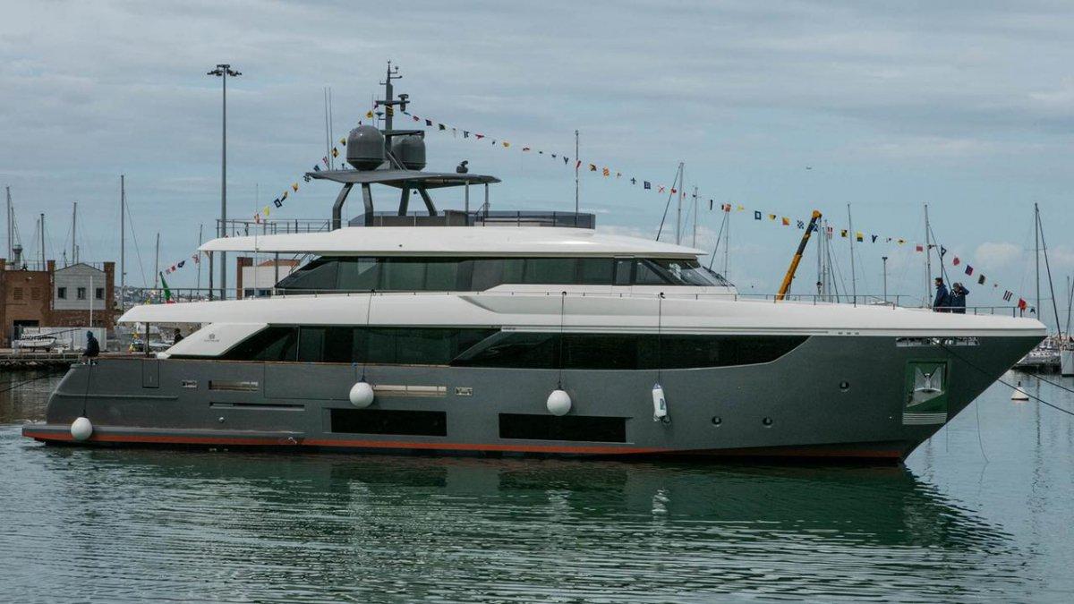 Drivemag boats us motorboats yachts superyachts mega ships custom line navetta 33 2 fandeluxe Gallery