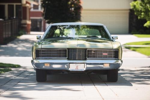 1970-Ford-LTD-Brougham-Hardtop-Sedan-2