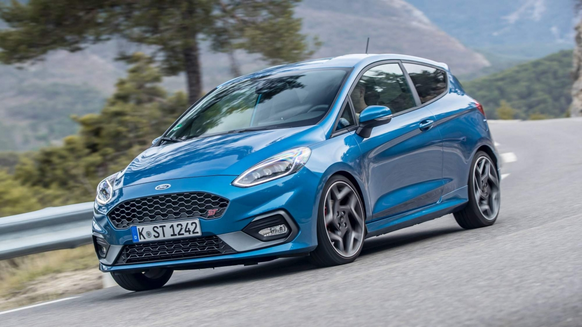 We drive the all new 2018 ford fiesta st for the first time