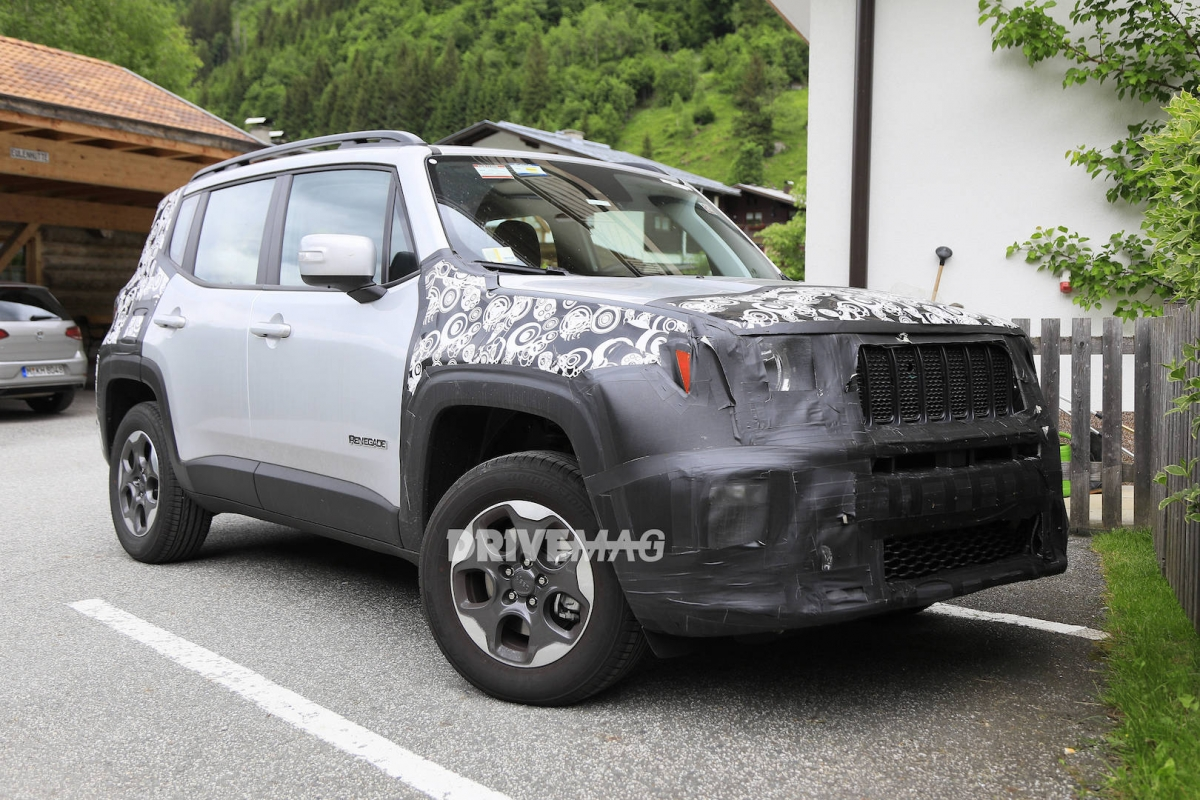 2019 jeep renegade facelift shows its bandaged nose in new spy shots. Black Bedroom Furniture Sets. Home Design Ideas