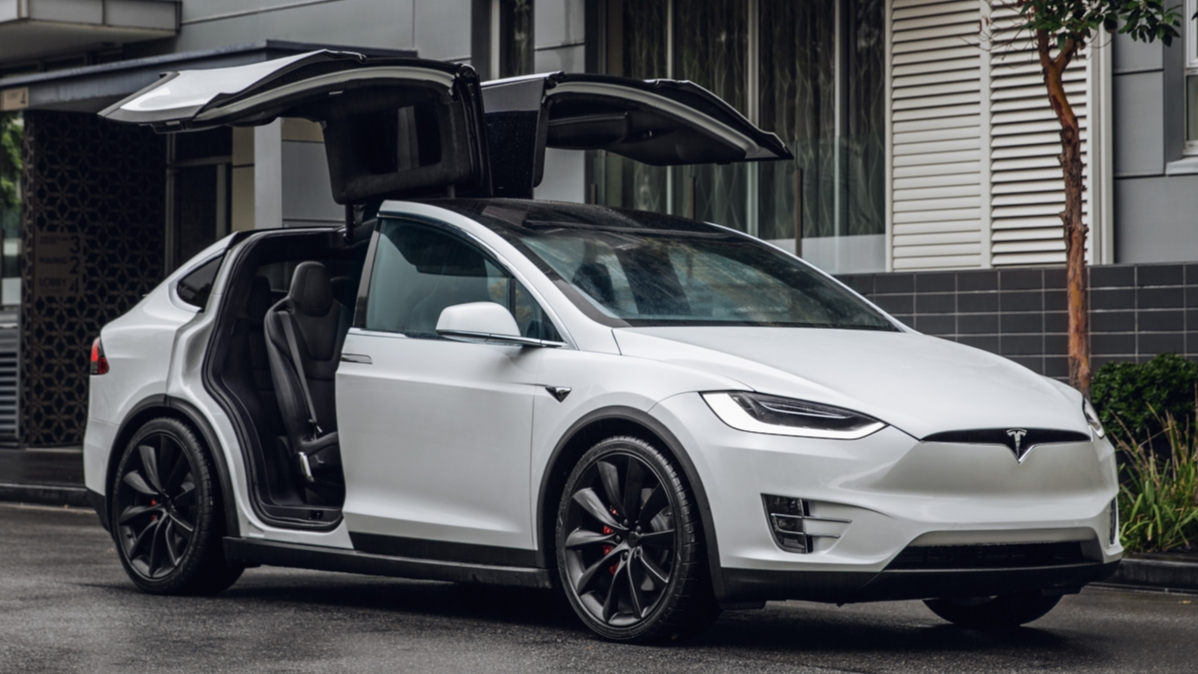 nico rosberg drives the tesla model x electric car. Black Bedroom Furniture Sets. Home Design Ideas