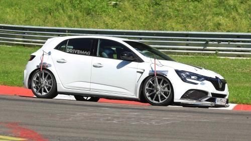2019-Renault-Megane-RS-Trophy-spied-0