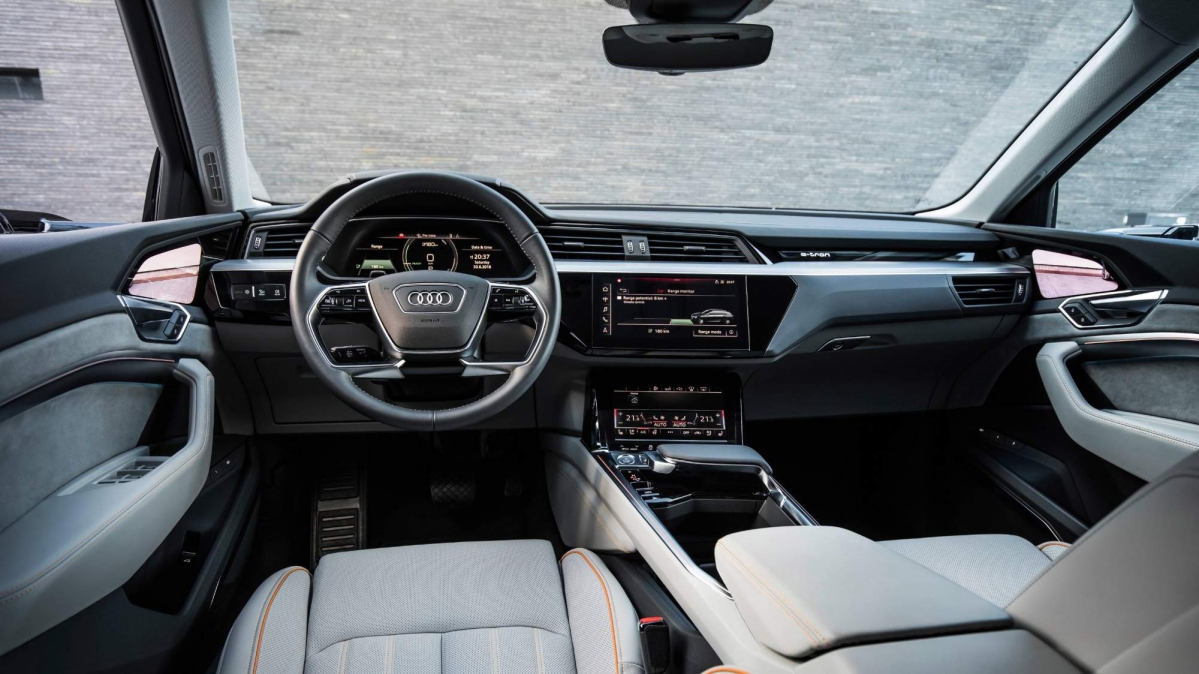 audi fully reveals e tron electric suv 39 s interior. Black Bedroom Furniture Sets. Home Design Ideas