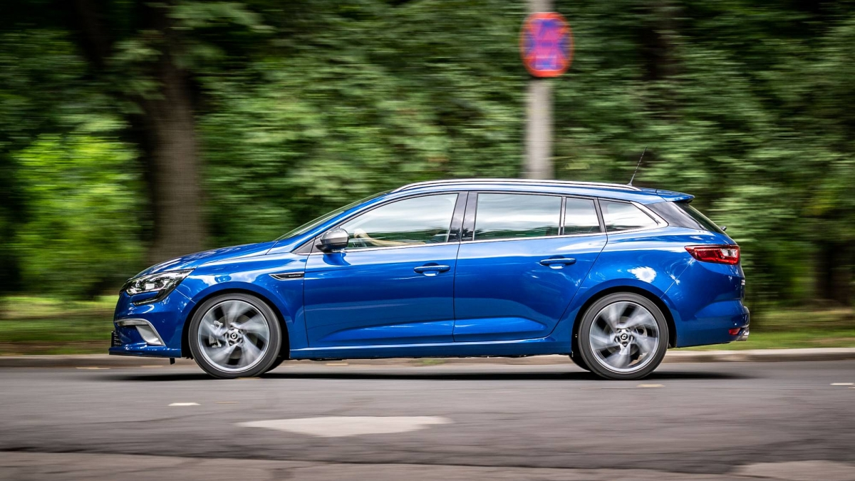 we drive the 2018 renault megane estate gt energy tce 205 edc. Black Bedroom Furniture Sets. Home Design Ideas