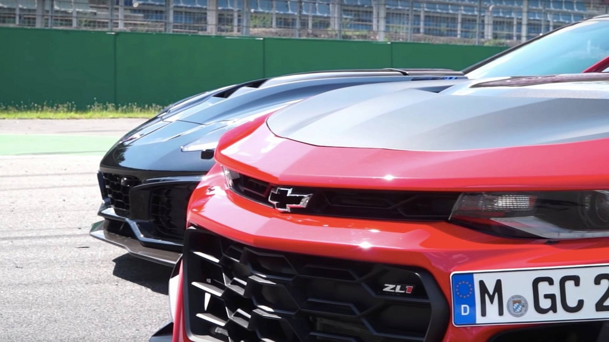 Camaro Zl1 1le Is Pitched Against Corvette Zr1 Doesn T Make A Fool O
