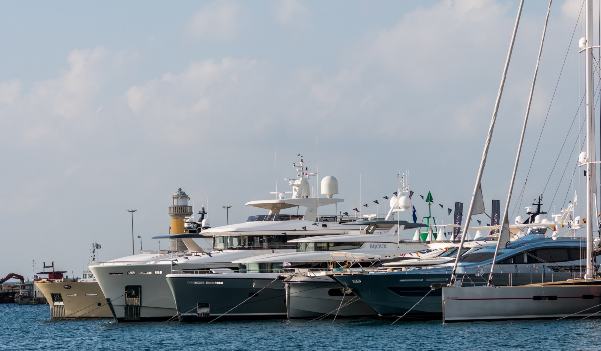 Drivemag boats us motorboats yachts superyachts mega ships cannes yachting festival 2 fandeluxe Gallery