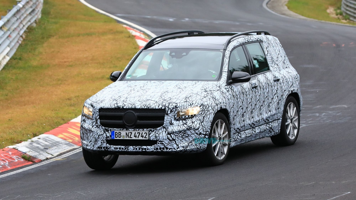 2019 mercedes benz glb caught testing in the wild for Mercedes benz be
