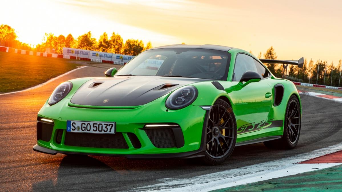 Porsche 911 Gt3 Rs Drag Races Nissan Gt R Nismo